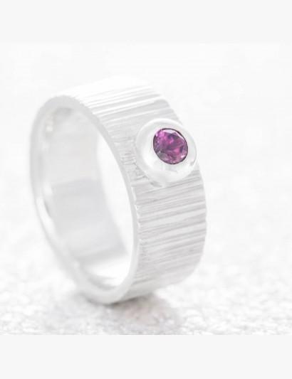 Kerben-Ring mit Rhodolith