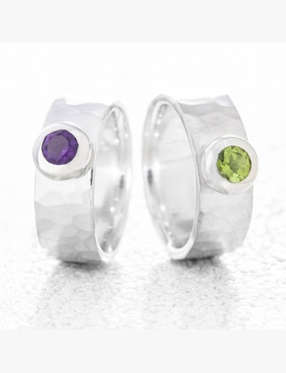 Geschmiedeter Ring mit Peridot & Amethyst
