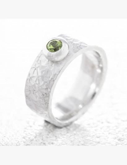 Strukturierter Ring mit Peridot