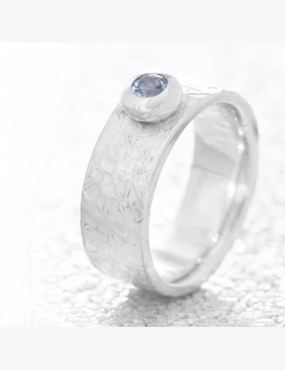 Strukturierter Ring mit Topas