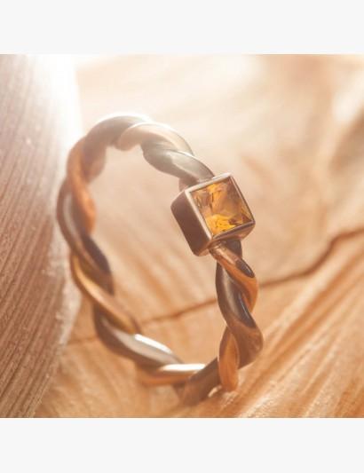 Gekordelter Ring mit Citrin