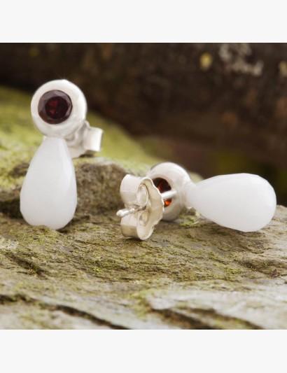 Funkelnde Ohrringe mit Edelsteinen