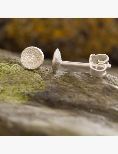 Zart strukturierte Ohrringe