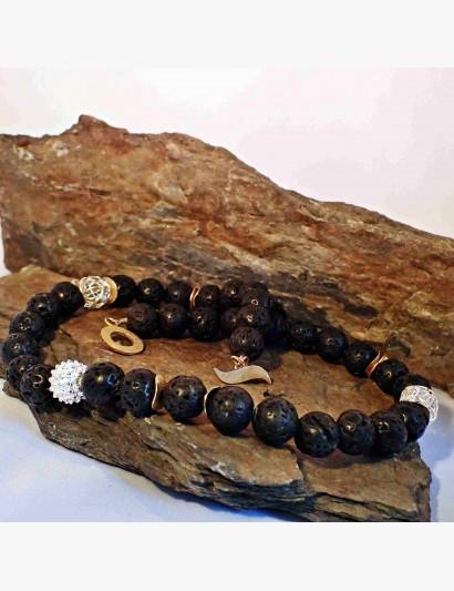 Schwarze Kette mit Lava-Steinen kombiniert mit Silber- und vergoldeten Elementen