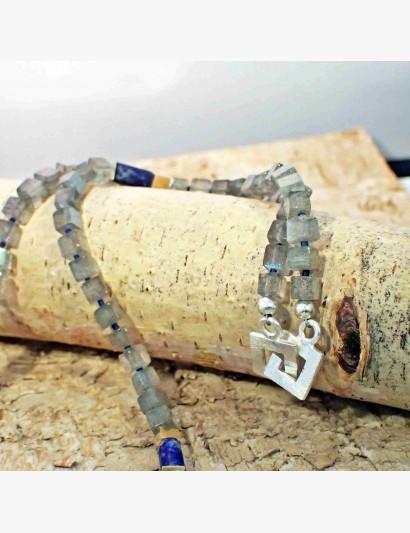 Edelstein-Kette mit Labradorith-Würfeln und Lapislazuli