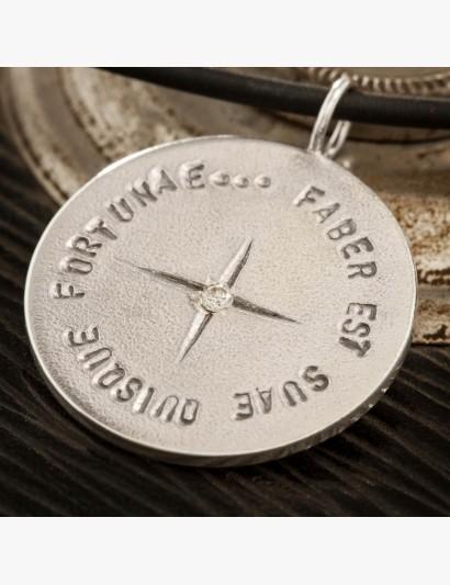 Silber-Anhänger mit Diamant und gestempeltem Spruch