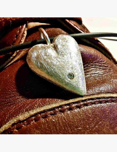 Silberne Liebe mit Brillant