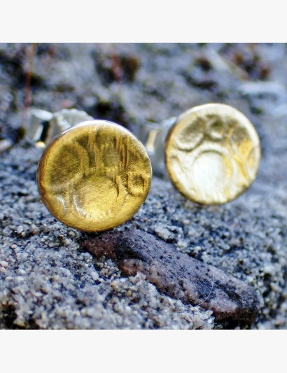 runde Ohrringe mit goldenen Bubbles