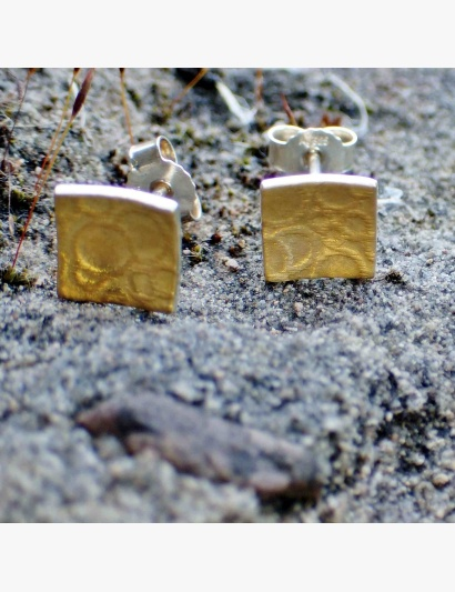 quadratische Ohrringe mit goldenen Bubbles