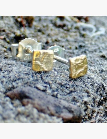 Mini quadratische Ohrringe mit goldenen Bubbles