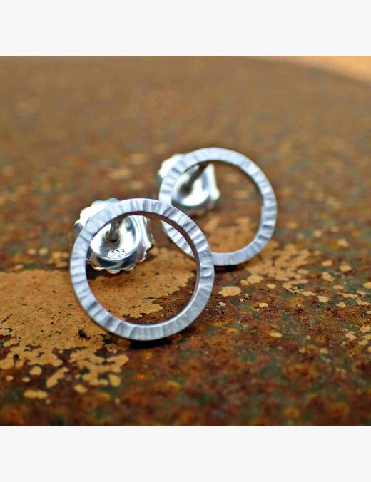 Kringel-Ohrringe mit Rillen geschmiedet