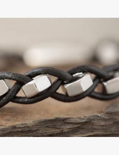 Armband mit Edelstahlmuttern M4