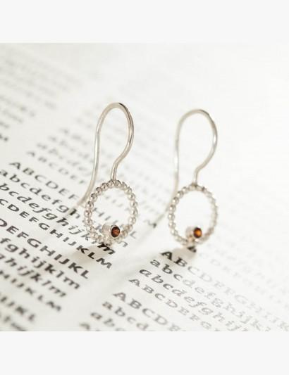 Ohrhänger aus Kugeldraht mit Granat