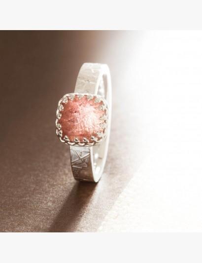 Verspielter Ring mit rosa Turmalin